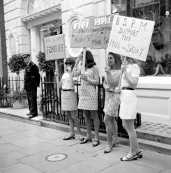 london-girls-protesting-for-mini-skirts-6